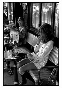 img_Brasserie-Lipp--Paris-1969_Henri-CARTIER-BRESSON_ref~150.002389.00_mode~zoom
